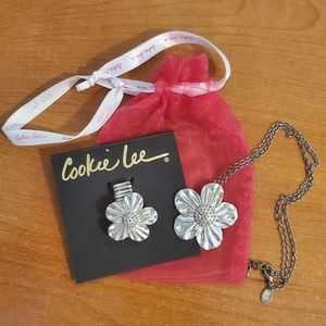 NEW Cookie Lee Flower Ring & Necklace Set